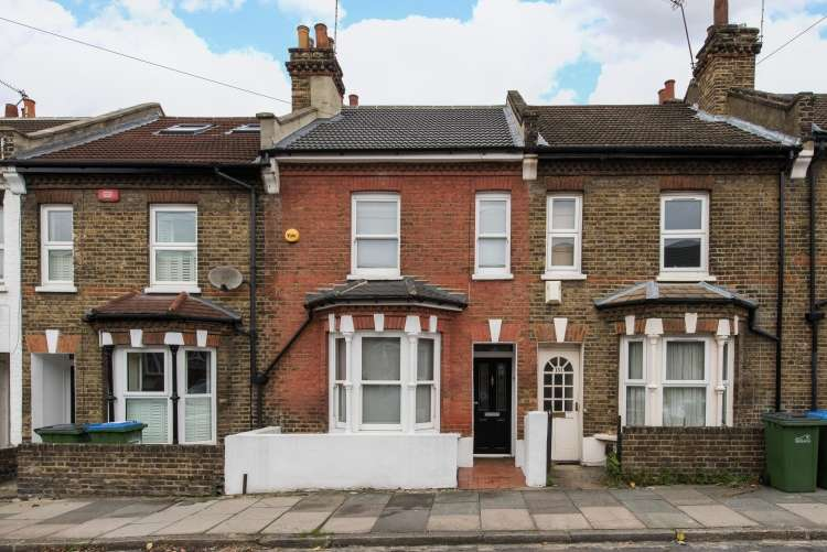 2 Bedrooms Terraced House for sale in Troughton Road Charlton SE7