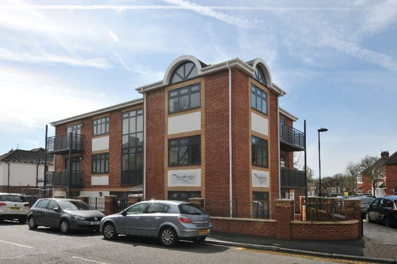 1 Bedroom Flat for sale in Elm Park Road, Winchmore Hill, London, N21
