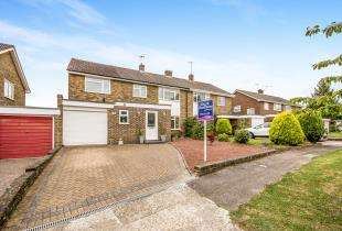 5 Bedrooms Semi Detached House for sale in Hylands Close, Furnace Green, Crawley, West Sussex