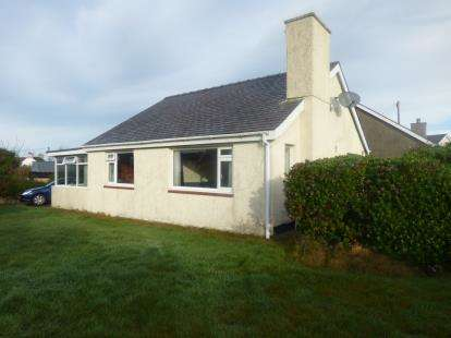 3 Bedrooms Bungalow for sale in Ffordd Menai, Bangor, Gwynedd, LL57