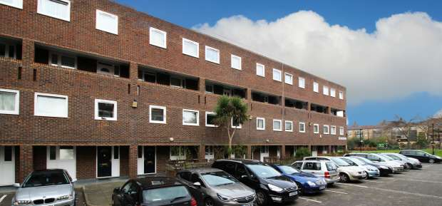 3 Bedrooms Flat for sale in Tomkyns House, Kennington, Greater London, SE11 6UN