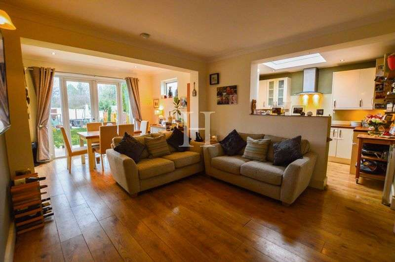 2 Bedrooms Semi Detached Bungalow for sale in Victor Gardens, Hawkwell, Essex, SS5