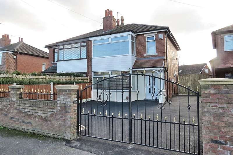 3 Bedrooms Semi Detached House for sale in The Oval, Leeds, LS14