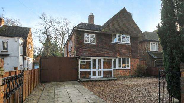 4 Bedrooms Detached House for sale in Canterbury Road, Farnborough, Hampshire