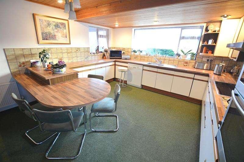 4 Bedrooms Detached House for sale in Wesley Road, Wimborne