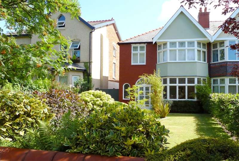 3 Bedrooms Semi Detached House for sale in Norwood Avenue, Southport