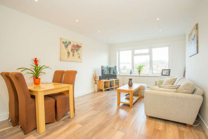 2 Bedrooms Flat for sale in Holland Road, Hove