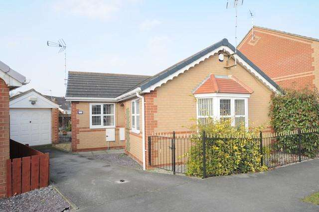 2 Bedrooms Detached Bungalow for sale in Hemble Way, Kingswood, Hull, HU7 3ET