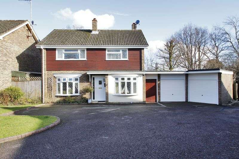 3 Bedrooms Detached House for sale in Newlands Park, Copthorne, West Sussex
