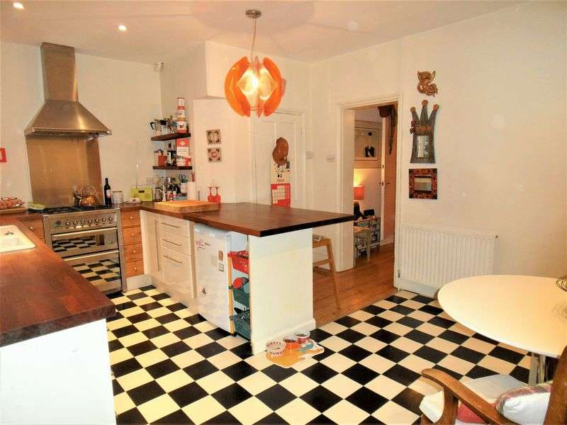 3 Bedrooms Semi Detached House for sale in Ashacre Lane, Worthing