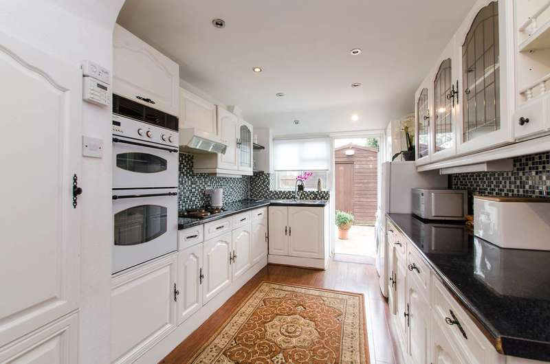 3 Bedrooms House for sale in Gorringe Park Avenue, Tooting, CR4