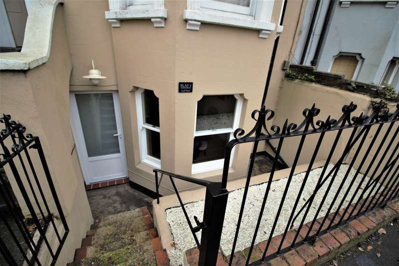 1 Bedroom Flat for sale in Queens Road, Aldershot, GU11