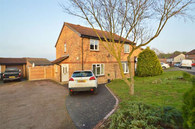 3 Bedrooms Property for sale in Gorham Drive, Downswood, Maidstone