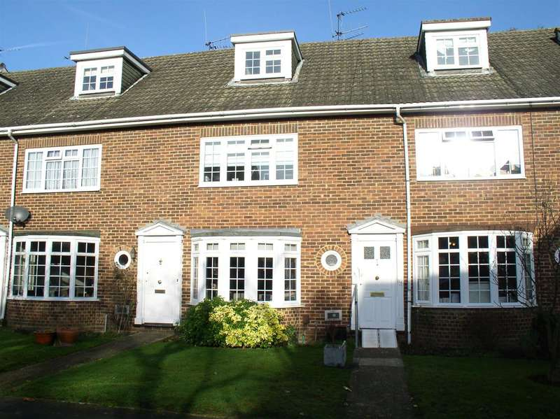 4 Bedrooms House for sale in Gainsborough Court, Walton-On-Thames