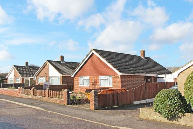 2 Bedrooms Detached Bungalow for sale in Cruse Close, Sway, Lymington