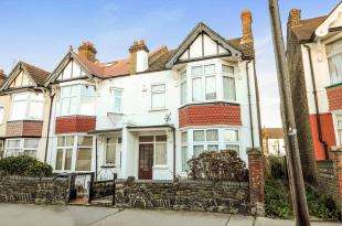 3 Bedrooms End Of Terrace House for sale in Inglis Road, Croydon