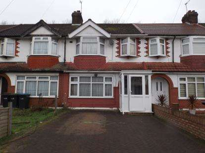 3 Bedrooms Terraced House for sale in Richmond Crescent, London
