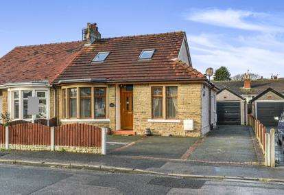 4 Bedrooms Bungalow for sale in Oxcliffe Avenue, Heysham, Morecambe, Lancashire, LA3