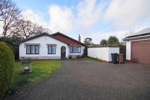 3 Bedrooms Bungalow for sale in Woolslope Road, West Moors, Dorset