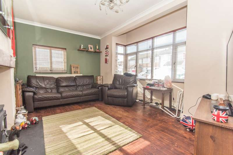 3 Bedrooms End Of Terrace House for sale in Village Drive, Canvey Island, SS8