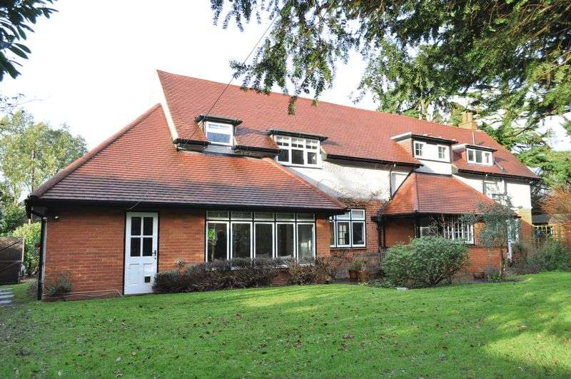 4 Bedrooms Detached House for sale in Grange Road, Ashtead-Leatherhead