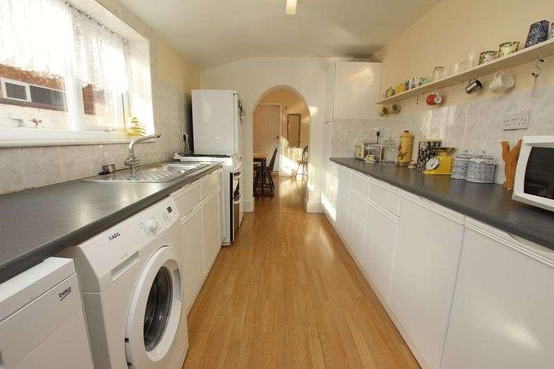 2 Bedrooms Terraced House for sale in LOVETT STREET, CLEETHORPES