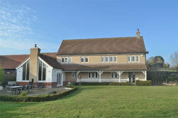 4 Bedrooms Detached House for sale in Duton Hill, Great Dunmow, Essex