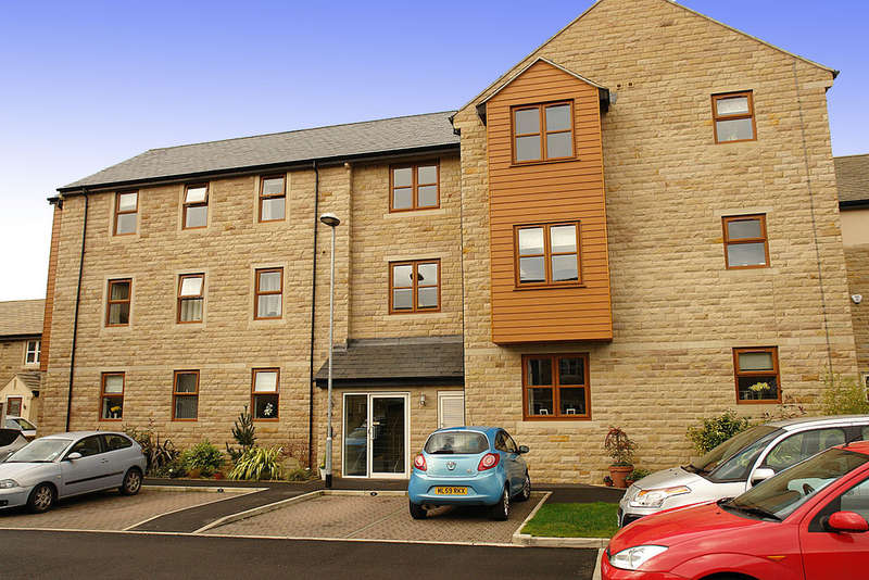2 Bedrooms Flat for sale in Watersedge, Greenfield, Saddleworth