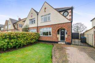 3 Bedrooms House for sale in Somerset Avenue, Chessington, Surrey, United Kingdom
