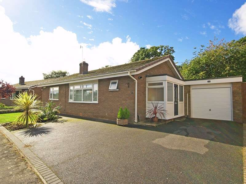3 Bedrooms Detached Bungalow for sale in Hazel Close, Highcliffe, Christchurch
