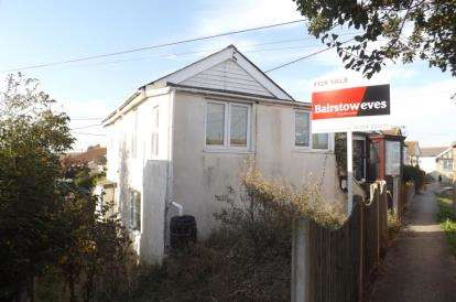 2 Bedrooms Detached House for sale in Point Clear Bay, Clacton-on-Sea, Essex