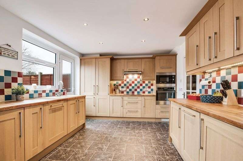 4 Bedrooms Terraced House for sale in Somerset Road, Ellesmere Park