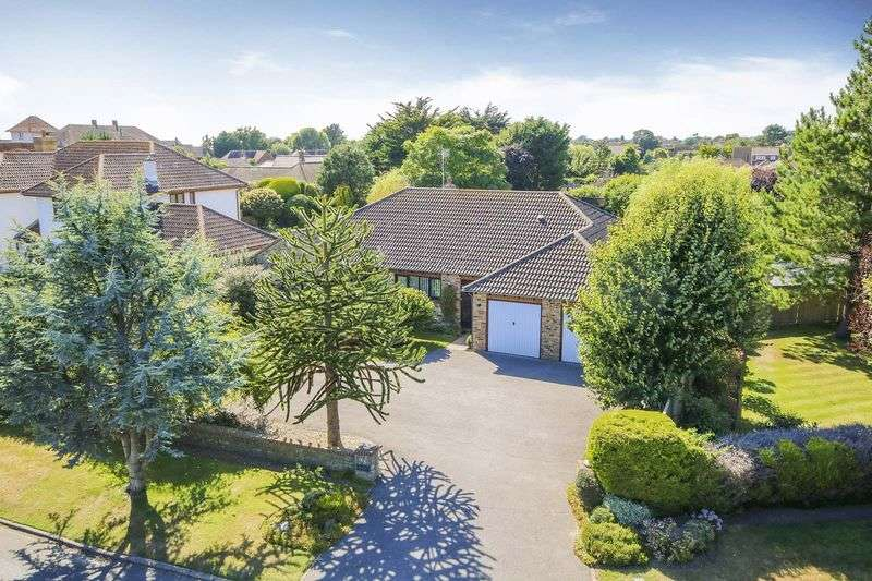 3 Bedrooms Detached Bungalow for sale in Willowhayne, East Preston