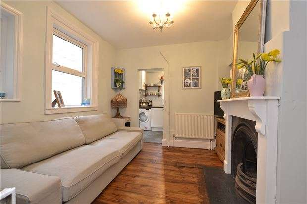 2 Bedrooms Flat for sale in Lower Oldfield Park, BATH, Somerset, BA2 3HR