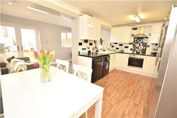 3 Bedrooms Terraced House for sale in Quantock Close, Warmley, BS30 8UR