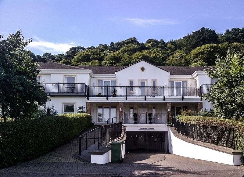 3 Bedrooms Flat for sale in 4 Majestic Court, Queens Valley, Ramsey, IM8 1NG