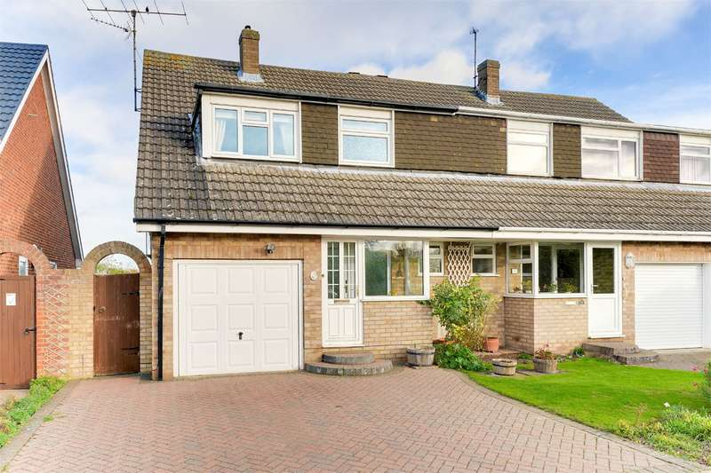 3 Bedrooms Semi Detached House for sale in Cherry Drive, Royston, SG8