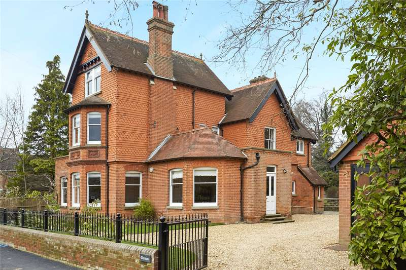 5 Bedrooms Detached House for sale in New Park Road, Cranleigh, Surrey, GU6