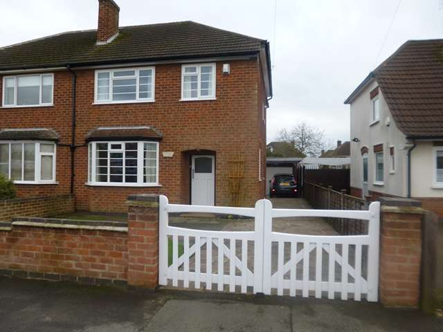 3 Bedrooms Semi Detached House for sale in Treaty Road, Glenfield, Leicester. LE3 8LU