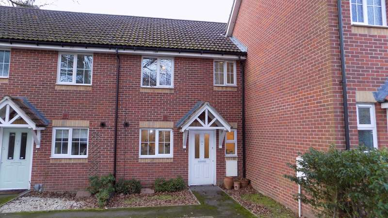 2 Bedrooms Terraced House for sale in Maple Avenue, Farnborough, GU14
