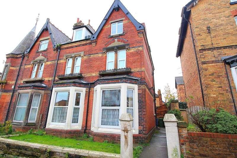 6 Bedrooms Semi Detached House for sale in Highfield