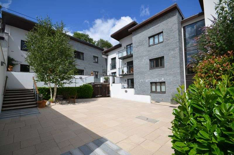 2 Bedrooms Flat for sale in Brook Street, Tavistock