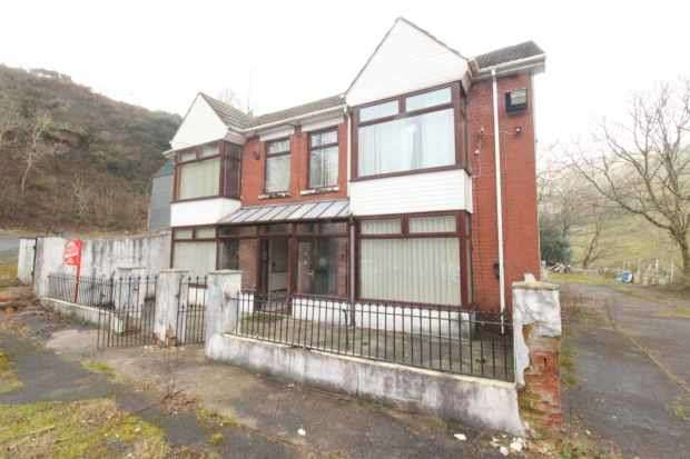 5 Bedrooms Semi Detached House for sale in Oxford Street, Bridgend, Mid Glamorgan, CF32 8DG