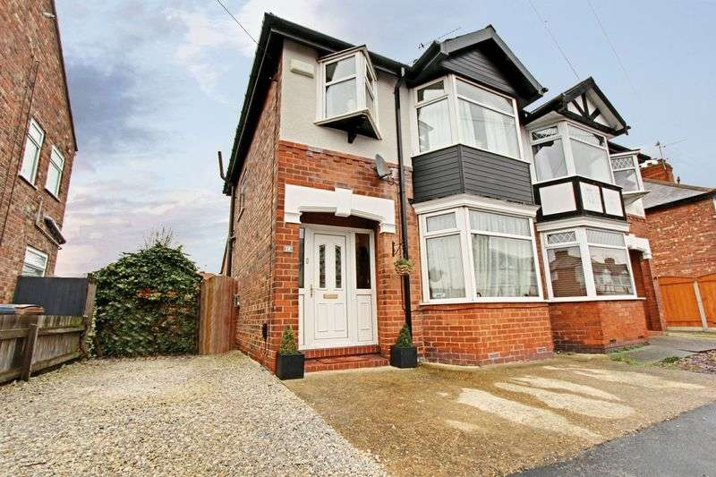 3 Bedrooms Semi Detached House for sale in Sunningdale Road, Hessle