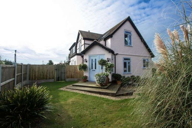 4 Bedrooms Detached House for sale in St Marys Road, Hemsby