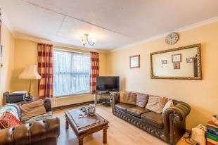 3 Bedrooms Maisonette Flat for sale in High Street, Brompton, Gillingham, Kent