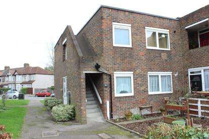 1 Bedroom Flat for sale in Clayhall, Ilford, Essex