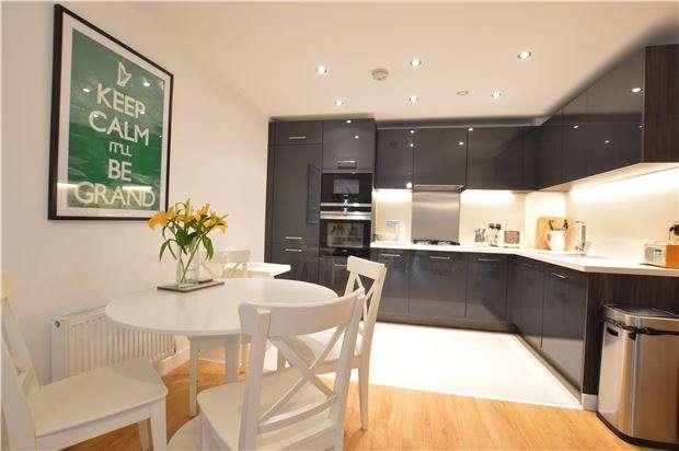 2 Bedrooms Flat for sale in Redlands Court, Eden Road, Dunton Green, Sevenoaks, Kent, TN14 5FW