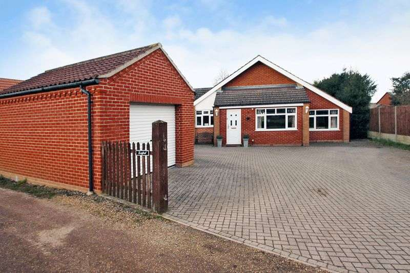 4 Bedrooms Detached Bungalow for sale in Blofield, NR13