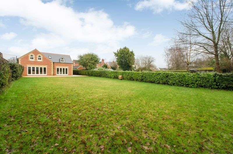 4 Bedrooms Detached House for sale in Soberton